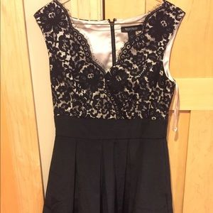 White House black market size 4 dress